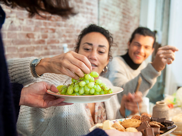What are the advantages of eating grape?